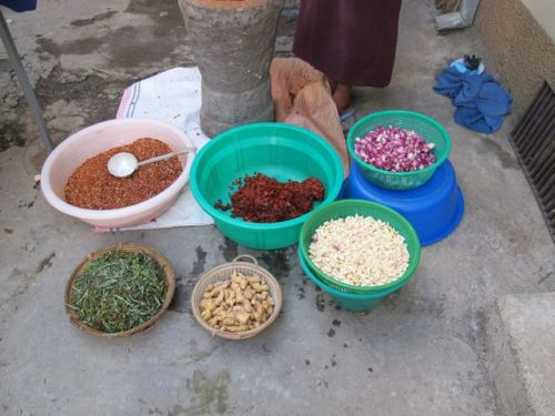 the prepared bowls of ingredients