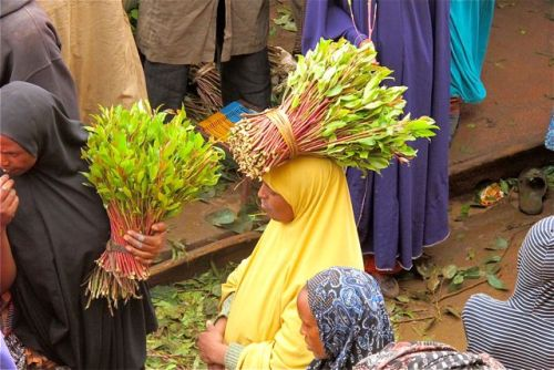 khat bouquet on head